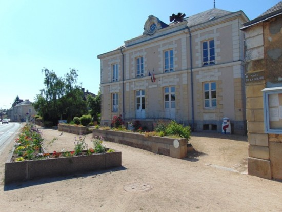 Mairie Bazouges sur le Loir